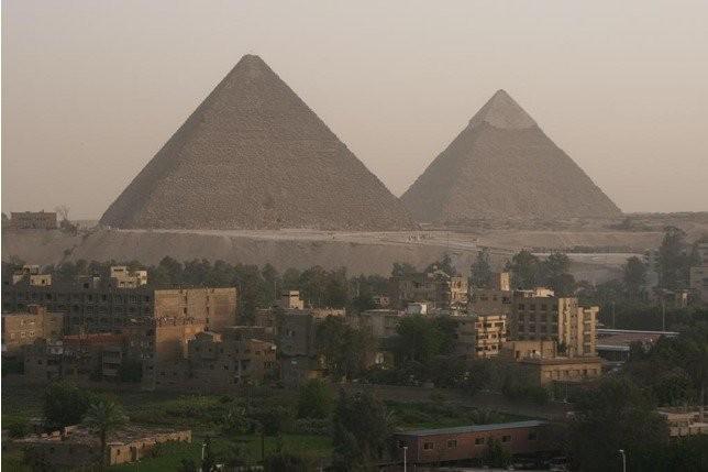 피라미드 실제로 보는 느낌.jpg