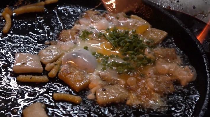 베트남 길거리 음식-  벳남오면 '봇찌엔' 꼭 먹어보셈
