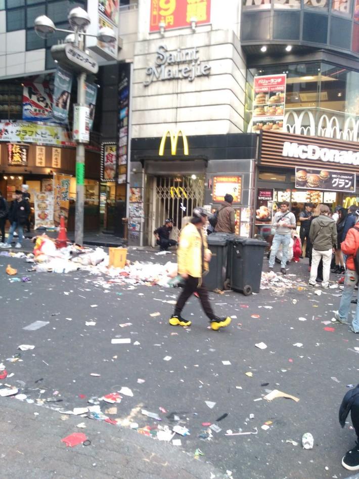 할로윈 축제 후 일본 시부야 풍경