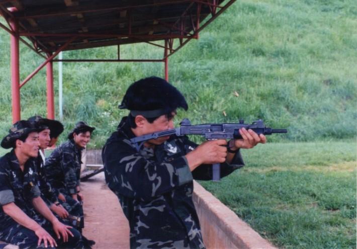 우지 기관총 사용했던 국군