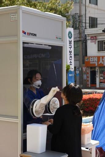 우리나라 코로나 검사 NEW 버전 근황 .JPG