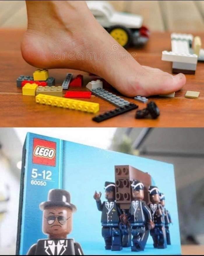 레고를 잘 치워야 하는 이유.jpg