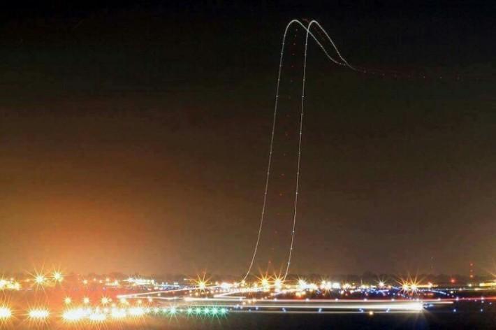 노출로 찍은 비행기 이륙 사진.jpg